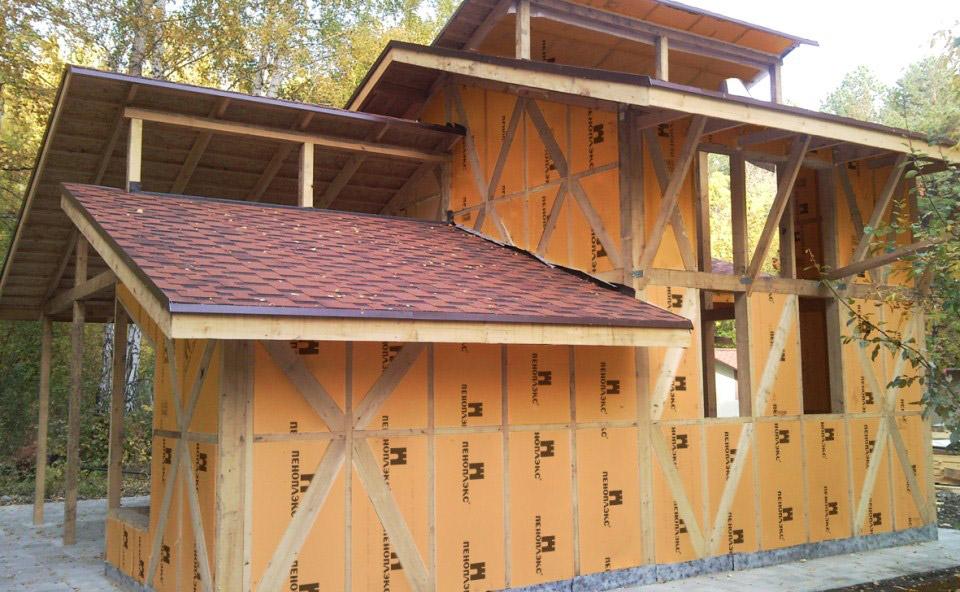 Строительство каркасного дома с применением пеноплекса для утепления стен дома на фото.