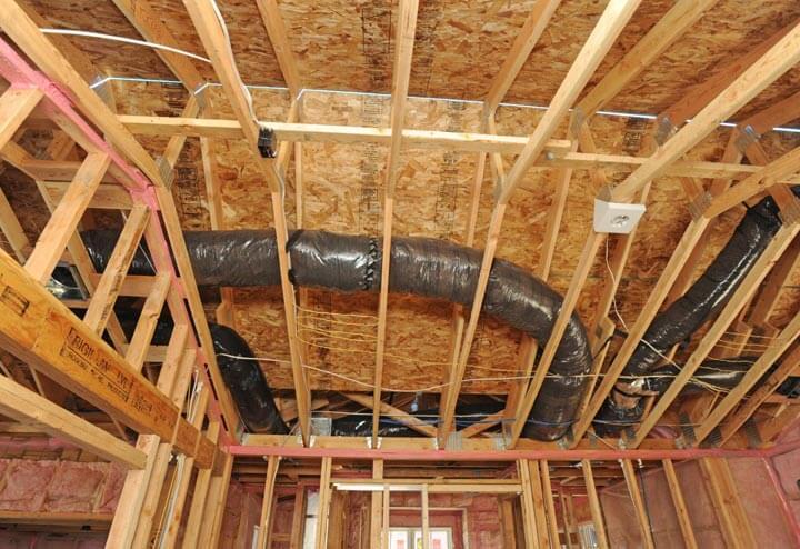Монтаж потолка своими руками в каркасном доме.